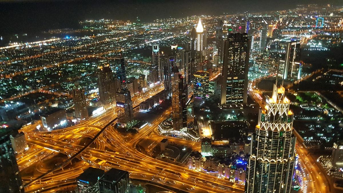 Dubai în imagini: e pur și simplu spectaculos pe timp de noapte!
